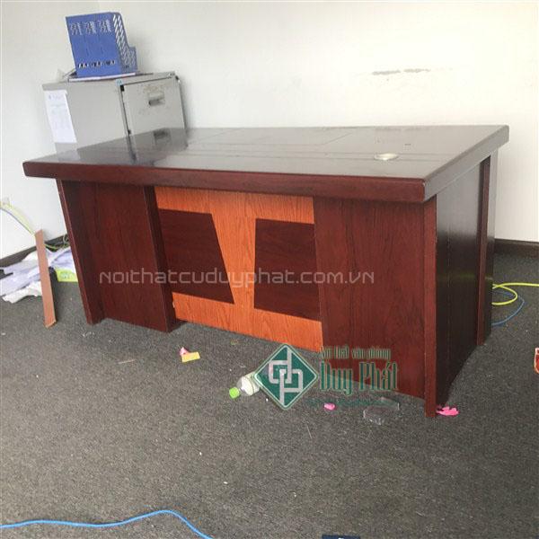 Mẫu bàn lễ giám đốc tại nội thất văn phòng Mê Linh do Nội thất Duy Phát cung cấp