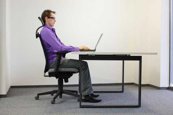 Tư thế ngồi làm việc đúng cách đảm bảo sức khỏe dành cho giới văn phòng