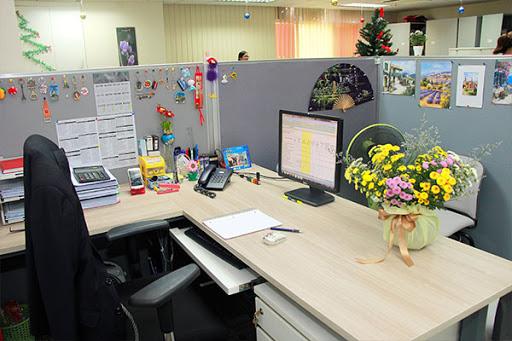 Sắp xếp đồ vật để trên bàn làm việc khoa học, hợp lý sẽ giúp gia tăng hiệu quả công việc