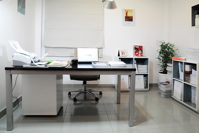 Khi sắp xếp đồ vật để trên bàn làm việc phải chú ý số lượng vật dụng để vừa đủ trên bàn